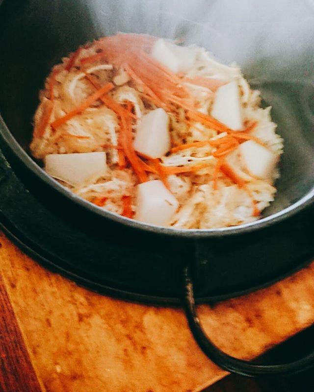 こんばんは今月のご飯は里芋の炊き込みご飯です 静かな向かい風の炊き込みご飯はとても好評で、よくレシピを聞かれますどのメニューでも遠慮なく聞いてくださいね♩